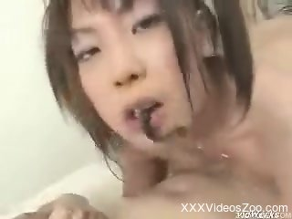 Japanese chick gets her asshole infested with leeches